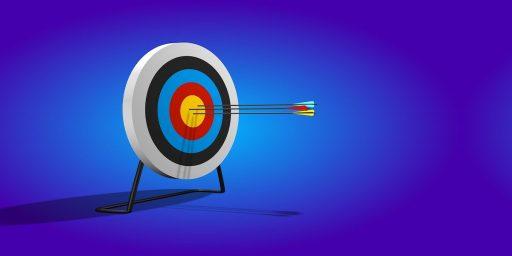 ilustración de una diana que con flechas en el medio que hace referencia a la alta precisión que busca tener un growth hacker al aplicar la metodología growth hacking marketing, que es el growth marketing digital, que hace un growth hacker, como es la metodologia growth hacking, growth hacking definicion, que es marketing hacker,