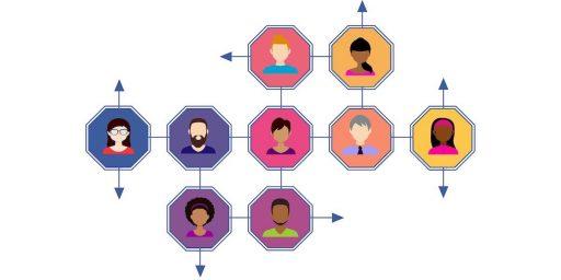 imagen de varias personas dentro de octágonos relacionados que refiere al boca a boca que se genera haciendo growth hacking marketing o inbound marketing,